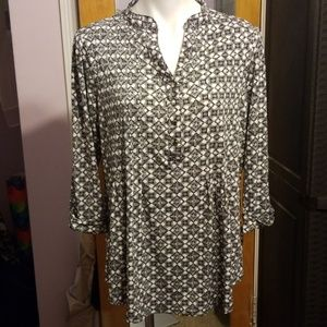Womans geometric long sleeve blouse